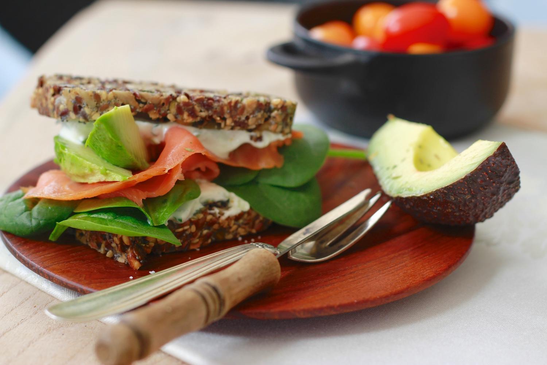 Laksesandwich med tzatziki